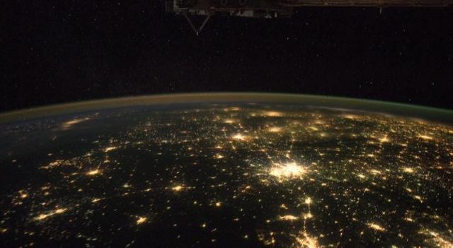 Vue sur la terre pendant la nuit