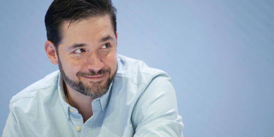Portrait de Alexis Ohanian, fondateur de Reddit et geek engagé